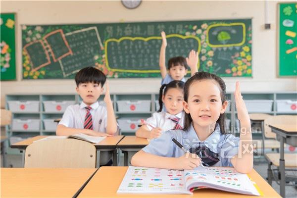 摄图网_500998044_小学生举手(企业商用)_副本.jpg